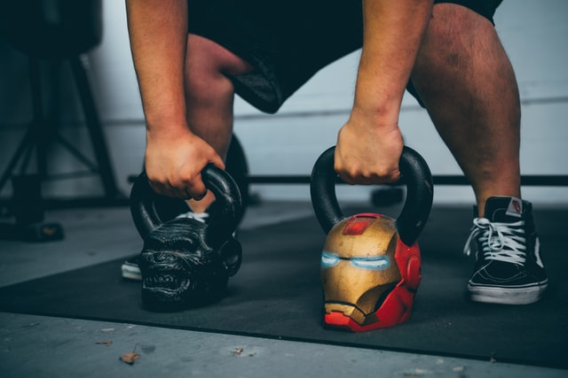 can kettlebell swings give you abs
